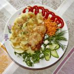 Шницель жареный и картофель отварной