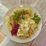 Отбивная с грибами и сыром с отварным картофелем